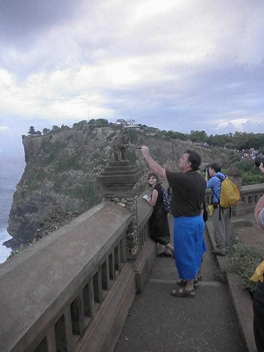 2010-pura-luhur-uluwatu-cliff-temple-34125_1514833757671_2250624_n